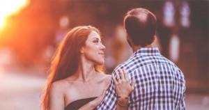 8 semne care îți spun că bărbatul nu-și poate uita fosta parteneră