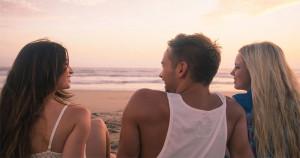 5 semne că prietena ta a pus ochii pe partenerul tău