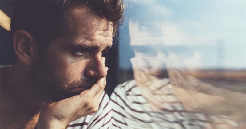 Cum trec bărbații peste o despărțire: își fac griji sau trec destul de calm peste ea?