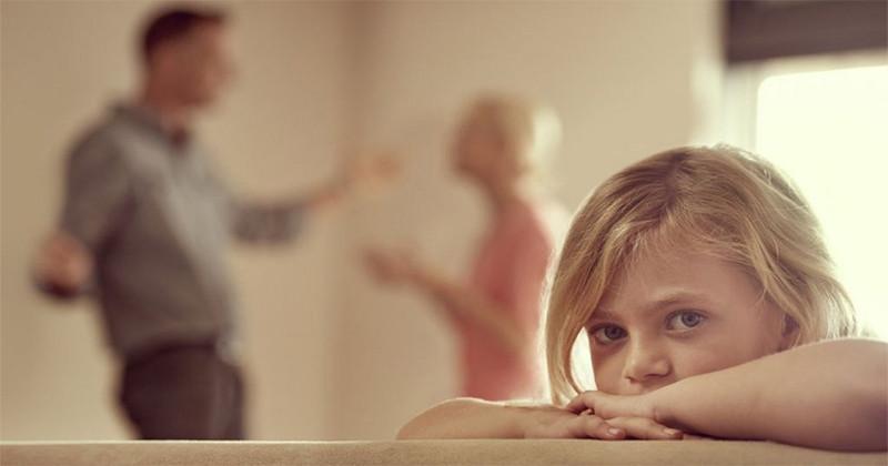 8 Lucruri pe care copilul tău nu trebuie să le vadă, să le audă și să le știe