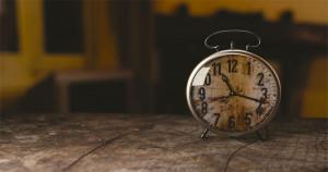 De ce optimiștii sunt mereu în întârziere?