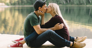 10 trucuri care-l vor face să se îndrăgostească iremediabil de tine!